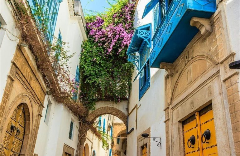 TUNISIA: GET AWAY SAFELY IN TUNIS